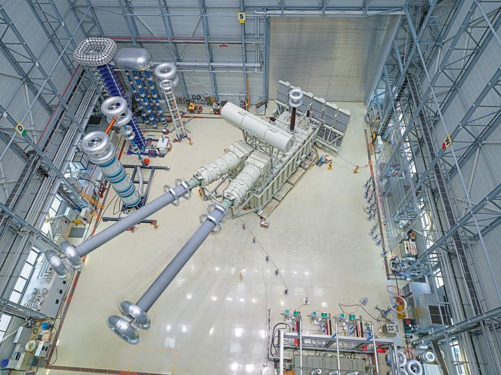 Weltweit erster ±1.100-kV-HGÜ-Transformator erfolgreich geprüft