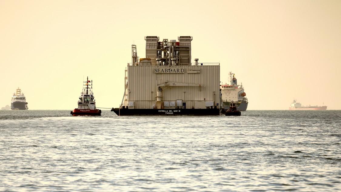 Estrella del Mar III leaves port of Singapore.