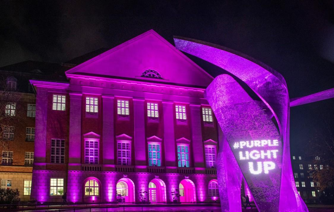 Purple light up Siemens Energy in Berlin