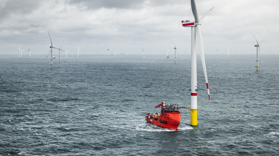 For offshore wind turbines, the installation conditions are harsh in any weather. So it's of great benefit if everything to be installed fits through the tower's narrow access without being dismantled. At the Seagreen offshore wind farm, the transformers for the grid connection will meet this requirement. Siemens Energy and Vestas have jointly developed a particularly compact solution for this in advance.