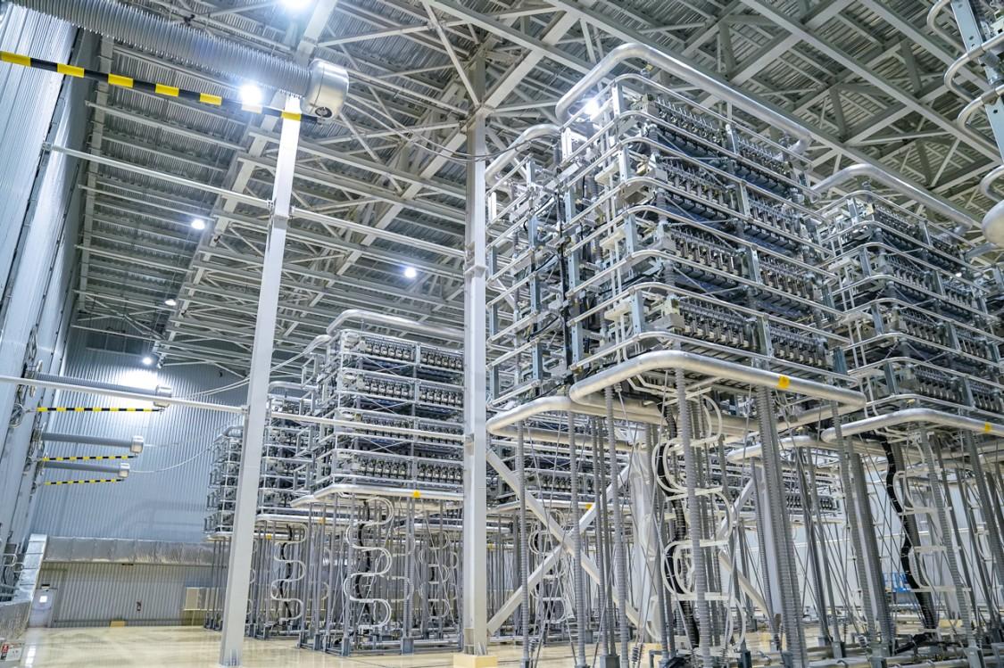 Power transmission HVDC converter hall
