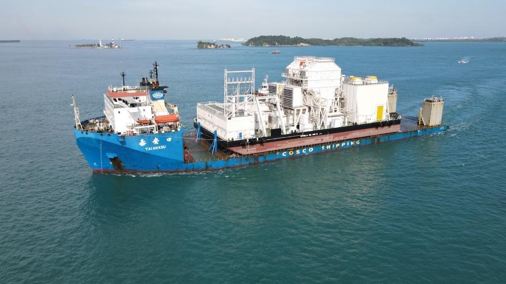 Estrella del Mar III leaves the port of Singapore.